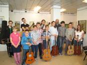 Kursi, izglītība,  Muzikālā apmācība un dziedāšana Ģitāra, Foto