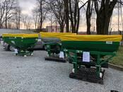 Lauksaimniecības tehnika,  Tehnika ar ierīci meslu izsējai Granulētiem mēslojumiem, cena 1 320 €, Foto